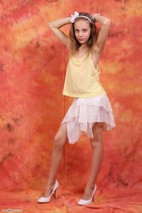 Silver-Jewels Violette – Yellow Top 1